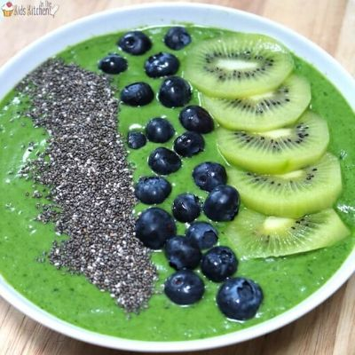 Superfood jungle green smoothie bowl for kids