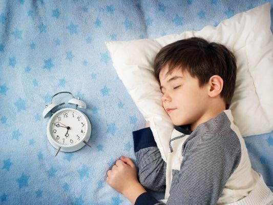 An earlier bedtime could be the key to kids' bedtime routine issues